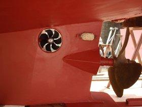Heckstrahlruder in einem schönen Stahlkreuzer eingebaut