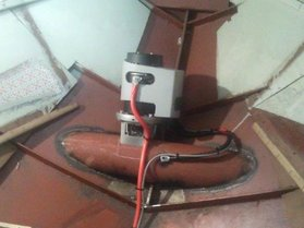 Recreational yacht with bow thruster tunnel and bow thruster
